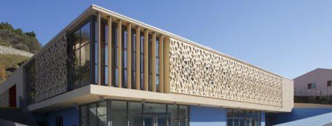 Фасад здания облицован панелями СФБ