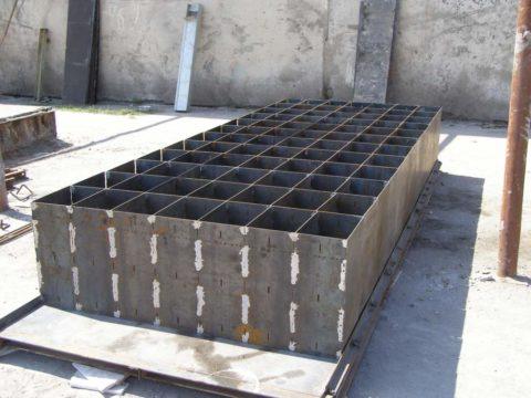 Металлическая опалубка на 84 блока