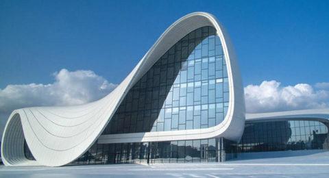 На фото культурный центр им. Г. Алиева в Баку, Азербайджан. Основной материал строительства – стеклофибробетон