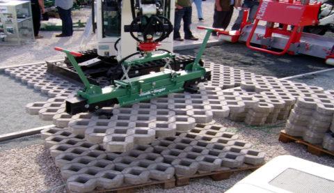 Некоторые модули имеют весьма значительный вес, что делает необходимым использование строительной спецтехники