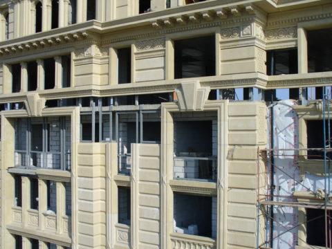 Облицовка здания панелями СФБ может превратить обычную коробку в «исторический» особняк