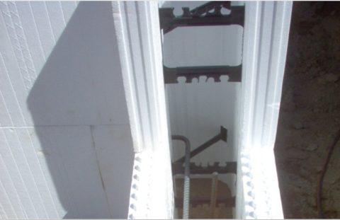 Пенопластовая опалубка для монолитной пенобетонной заливки стен
