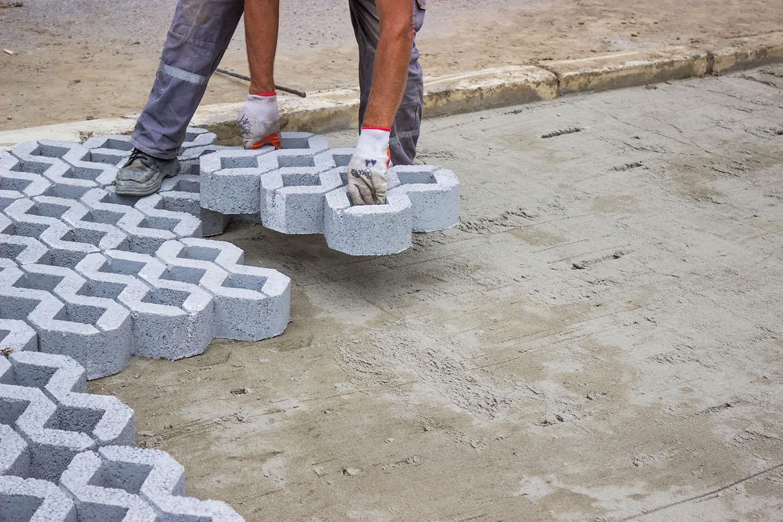 Укладка тротуарной плитки под автостоянку своими руками 99