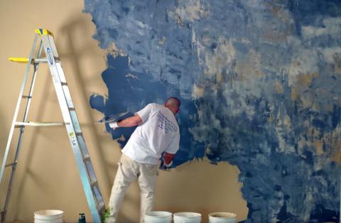 При помощи цвета создается иллюзия окрашенного и облупившегося бетона