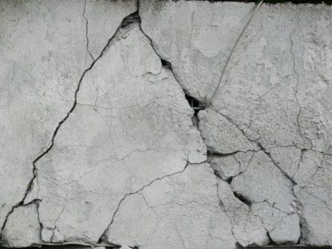 Растрескивание бетонной поверхности