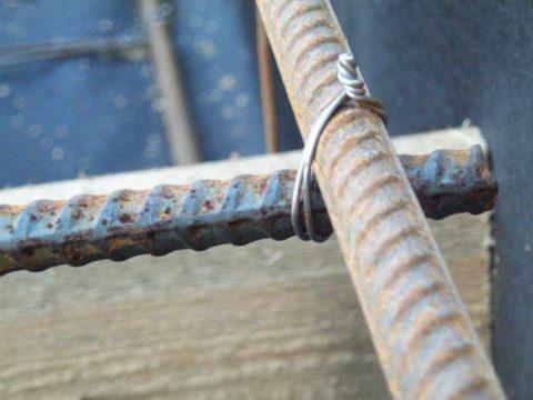Соединение металлических прутов проволокой