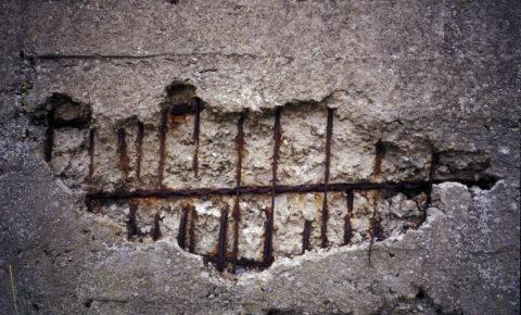 В отличие от бетона, усиленного стальным армированием, изделия СФБ не подвержены разрушительному действию коррозии