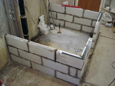 Возведение стен ванной комнаты