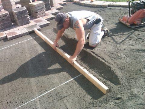 Выравнивание цементно-песчаного основания