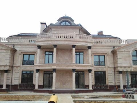 Здание, оформленное с использованием изделий из декоративного бетона