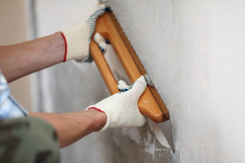 Любая бетонная поверхность требует выравнивания перед проведение дальнейших отделочных работ