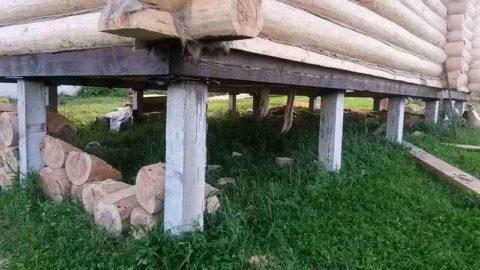 Для легких строений сваи забивают попериметру здания