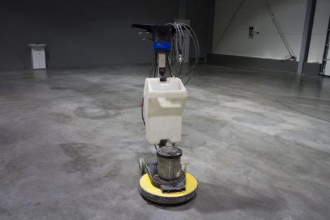 Для работы состяжками используется специальное оборудование