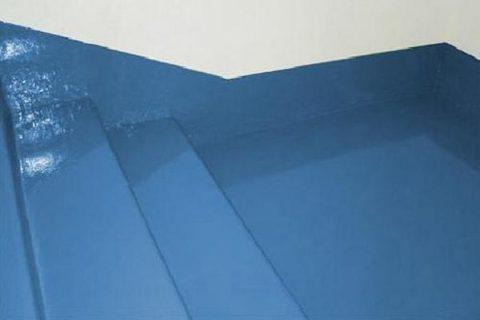 Эпоксидная краска для покраски бетонного пола часто используется в местах повышенной проходимости и на лестничных маршах из-за прекрасных характеристик прочности и устойчивости к истиранию