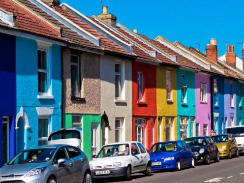 Фасадные краски помогут сделать внешний вид здания гораздо привлекательнее