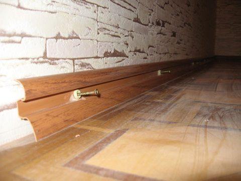Крепление плинтусов пластиковых кбетонной стененадюбель-гвозди