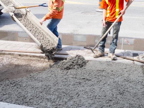 Подача товарного бетона наместо укладки