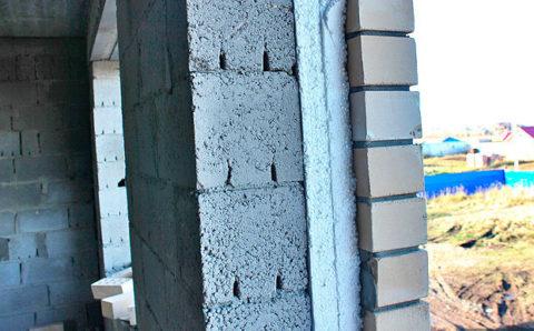 Стена, утепленная иоблицованная кирпичом