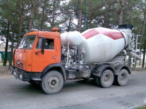 Установленный на шасси КАМАЗ 53229 автобетоносмеситель 581462