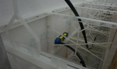 Заливка пенобетона в подготовленную опалубку с выведенными коммуникациями