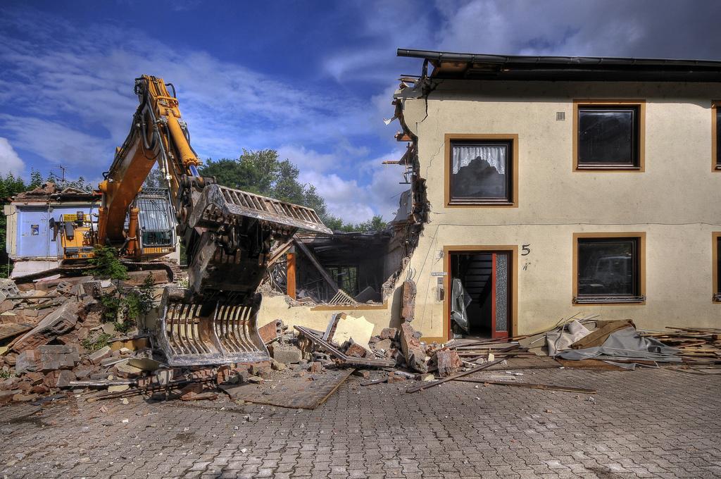 Снос бетонных зданий иихотдельных частей может производиться различными методами