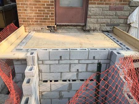 Базис лестницы из блоков