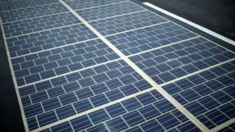 Дорога из прозрачного бетона и солнечных батарей