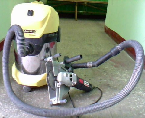 Использование пылесоса для сбора пыли