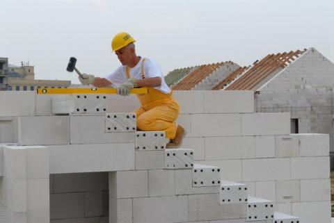 Конструкция лестницы, собранная из газобетонных блоков