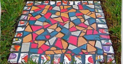 Мозаика на бетонной дорожке