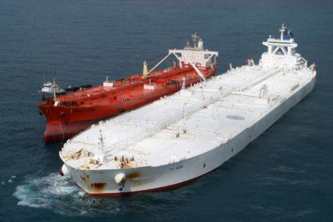 Перевозка нефти вемкостях дороже, чем перекачка втрубах, даже если использовать такие корабли гиганты (больше чем авианосец)