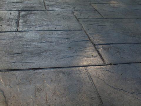 Покрытие, устроенное избетонных плит