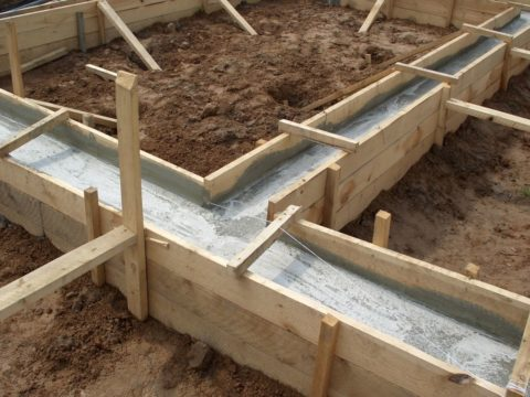 Свежеуложенный бетон