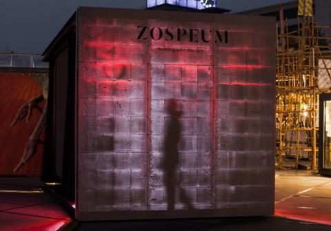 Выставочная стена, построенная изблоков Zospeum