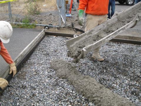 Забивка опалубки товарным бетоном
