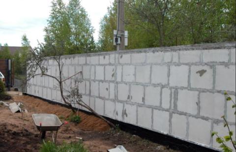 Забор из пеноблоков