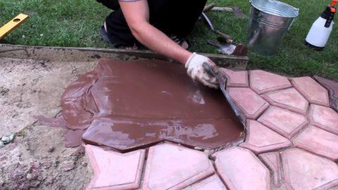 Заполнение формы бетоном