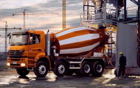 Миксеры для бетона давно стали привычным элементом любого строительного ландшафта