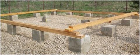 Монолитные столбы основания под легкую постройку