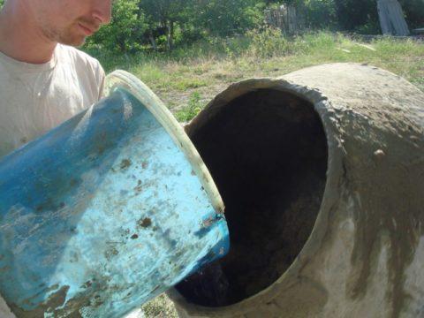 При необходимости воду можно подливать впроцессе смешивания