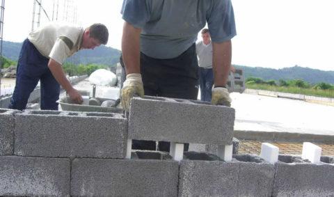 При строительстве можно обойтись без использования грузоподъемной техники