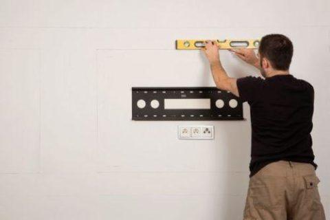 Разметка штрабы для прокладки проводов