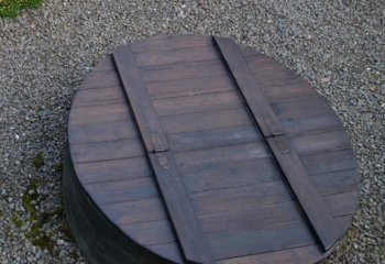 Колодезная крышка из дерева