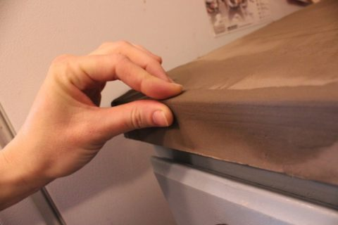 Придание боковым сторонам формы при помощи пальцев