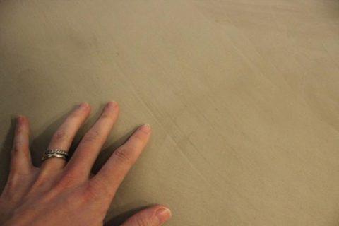 Сухая бетонная поверхность столешницы