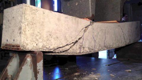 Испытание на изгиб бетонного образца