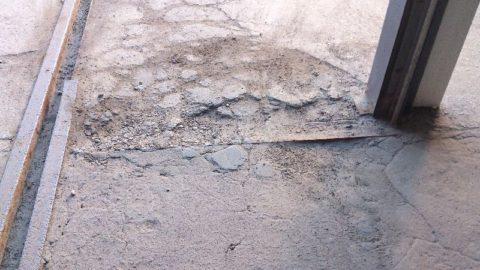 Без должной защиты, бетонная поверхность со временем начнет расслаиваться и разрушаться