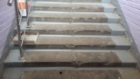 Обычно бетонная конструкция лестницы имеет одновременно сразу несколько типов повреждения