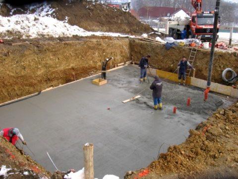 Какой бетон используется для фундамента, если земля слишком глинистая
