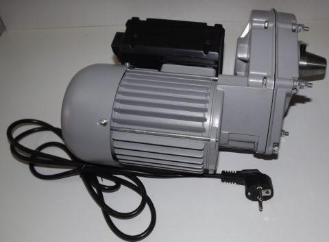 Редукторный двигатель – сердце бетономешалок редукторного типа